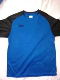 Camiseta Umbro original (tamanho P) e5b98fe416612