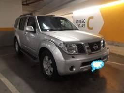 Nissan Pathfinder 2.5 le 4 x 4 turbo diesel 2007