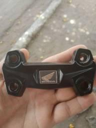 Suporte do guidão da nova cb Twister serve na cb300 valor R$100 reais