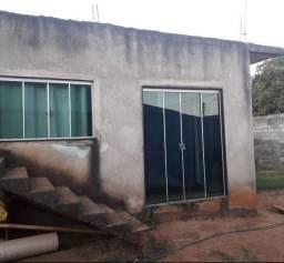 Vendo está casa com estrutura para sobrado