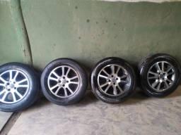 Vendo jogo de roda aro 15 2 pneus novos e 2 meia vida