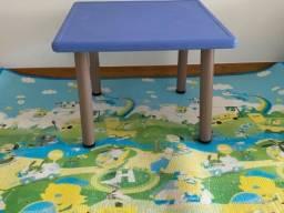 Mesa infantil 75 cm + tapete dascon  2,00 metros por 1,50 ( com ajustes de altura