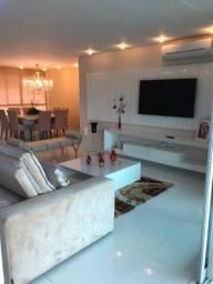 Apartamento Impecável 3 suítes (dois Closets) - 4 VAGAS DE GARAGEM