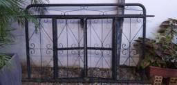 Vendo janela de ferro sem os vidros de abrir( não é de correr)