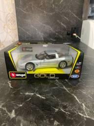 Miniatura Burago Gold Chevrolet Corvette Escala 1:18