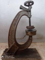 Máquina de vulcanizar pneus inglesa antiga