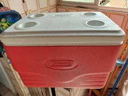 Caixa térmica coleman vermelha com tampa branca porta lata/bebida.