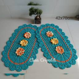 Par de tapetes de crochê com flor