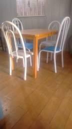 Mesa com 4 Cadeiras(Entrego cobro Combustível)