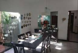 Excelente casa no bairro Ouro Preto.