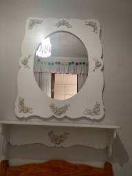 Espelho provençal branco e prateleira