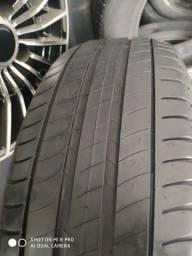 Pneu 215 65 17 Michelin sem nenhum tipo de conserto, com 70% de vida útil