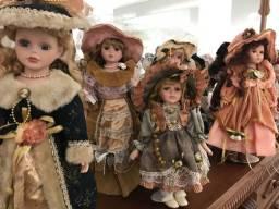 Coleção de bonecas antigas