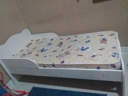 Duas mini cama infantil com colchão