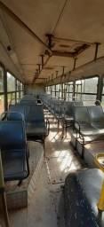 Vendo um ônibus 2002 avista 28 mil pá troca 35 mil