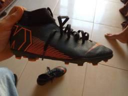 Chuteira da Nike botinha nova, quero outra de futsal/society ou 300 reias