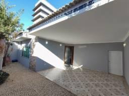 Linda casa Santa Mônica com excelente localização