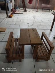 Mesa e banco infantil