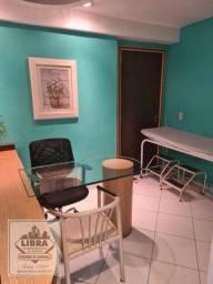 Conjunto de salas divididas em 4 ambientes, com 2 recepções, 3 banheiros, copa, elevador e