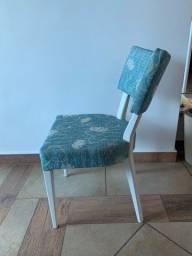 Cadeira pintura laqueada e estofado azul