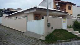 Casa c/fino acabamento, independente, porém na segurança de um condomínio c/infraestrutura