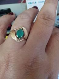 Anel de ouro com esmeralda