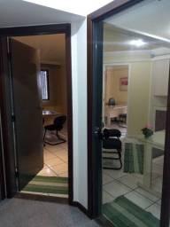 Escritório: Recepção e dua salas - Fórum Empresarial