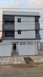 Apartamento Térreo nos Bancários com 2 quartos, sendo 1 suíte e área privativa.