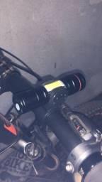 Lanterna tática com suporte Bike