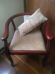 Cadeira/Poltrona em Mogno, com almofadinha! Barato! Desapego! Parcele