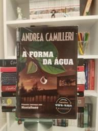 """""""Livro Vira-Vira: A Forma da Água e A Paciência da Aranha"""" de Andrea Camilleri"""