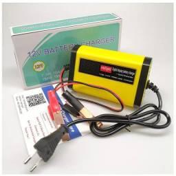 Carregador portátil recarrega baterias de carro e moto
