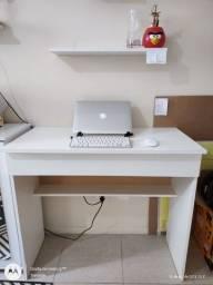 Escrivaninha branca 90cm com gaveta e prateleira
