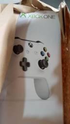 Xbox One S 500GB Com 1 Controle e 44 Jogos digitais