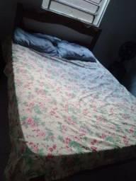 Vendo cama de madeira com colchão 250 reais