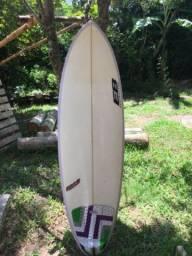 Prancha de surf com a capa