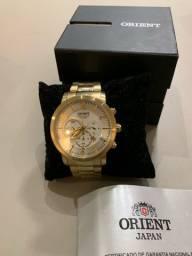 Relógio Orient dourado com cronógrafo, impecável