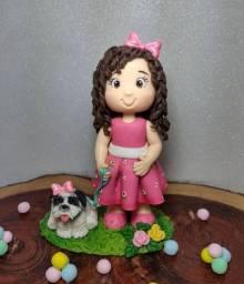 Potes, topos de bolos e lembranças em biscuit
