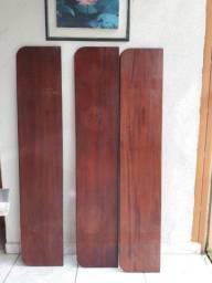 Prateleiras de madeira maciça