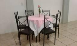 Cadeiras e mesas para salão de festas ou restaurante