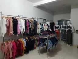 Vendo Fundo de loja com roupas femininas