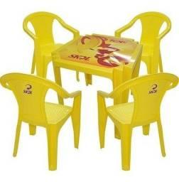 Mesa e cadeira da Skol