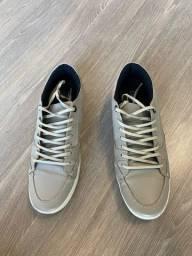 Título do anúncio: Tênis Calvin Klein de Couro utilizado 2 vezes!!