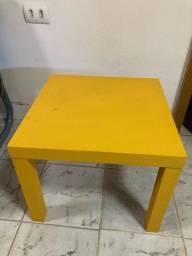 Mesa de canto ou cabeceira amarela