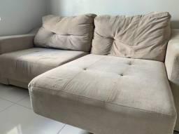 Sofá com encosto e puxador para perna