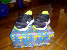 Sapatoos Semi novos.