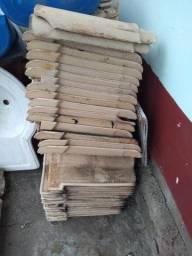 100 telhas de barro + ou -. Valor $20.
