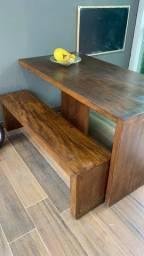 Mesa madeira demolição com dois bancos