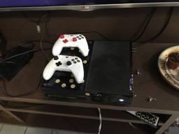 Xbox one fat com 98 jogos, acompanha caixa