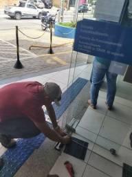 Manutenção portas de vidro molas piso e ferragens